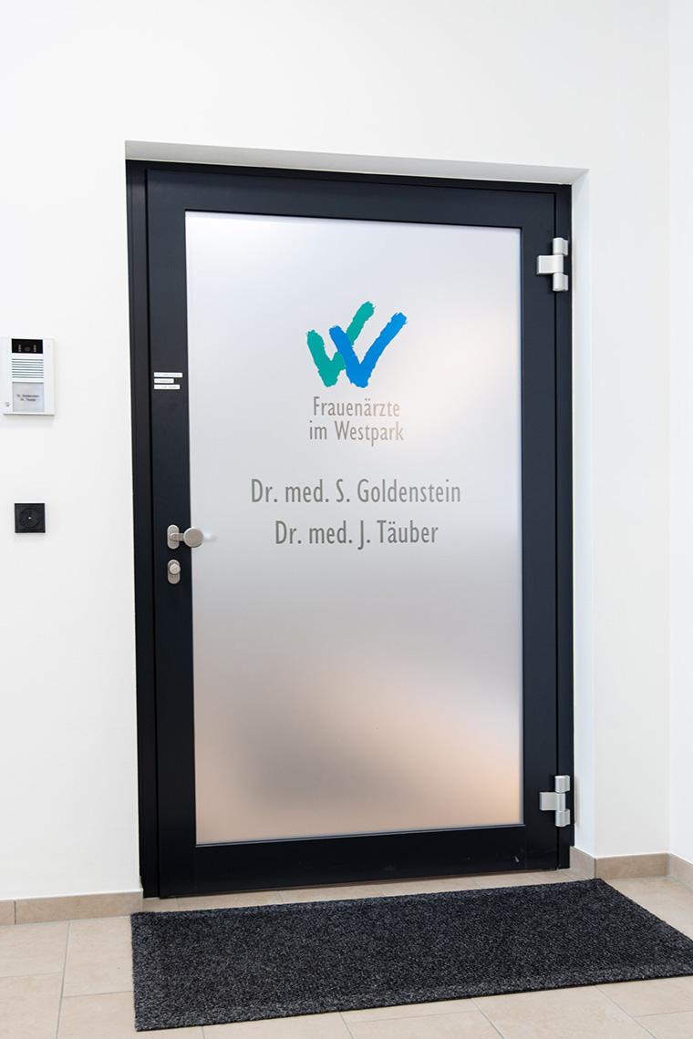 Eingangsbereich zur Frauenarztpraxis in Straubing